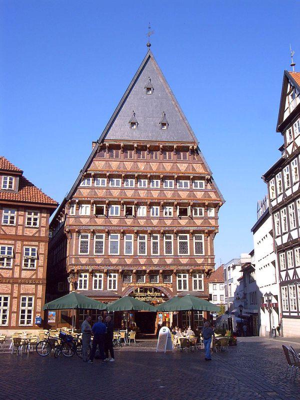 Knochenhaueramtshaus_hildesheim_germany_2005.jpg