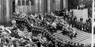 Adenauer Beerdigung 3