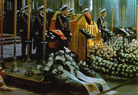 Adenauer Beerdigung 7